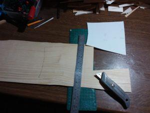 Papierschablone aufs Furnier übertragen